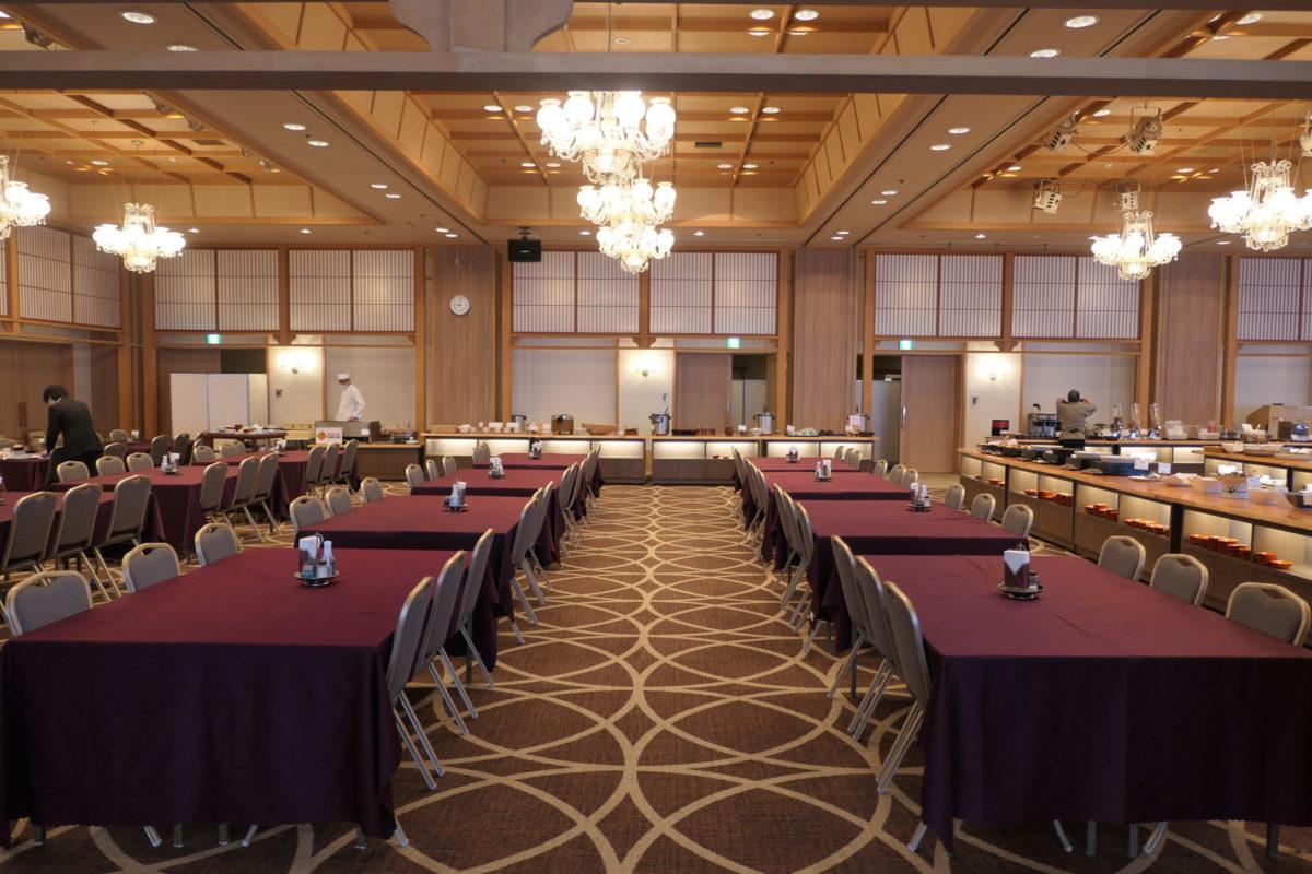 大川荘の朝食は2階の「幸草」